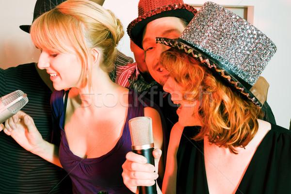 Grupo amigos karaoke fiesta personas club Foto stock © Kzenon