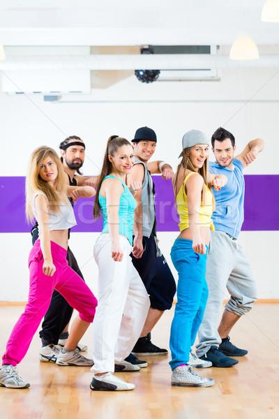 Tancerz zumba fitness szkolenia dance studio Zdjęcia stock © Kzenon