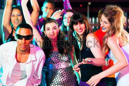 Részeg lányok koktélok klub barátok néz Stock fotó © Kzenon