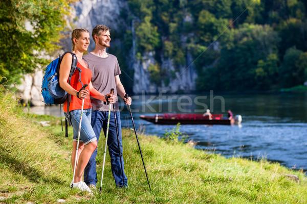Człowiek kobieta turystyka dunaj rzeki lata Zdjęcia stock © Kzenon