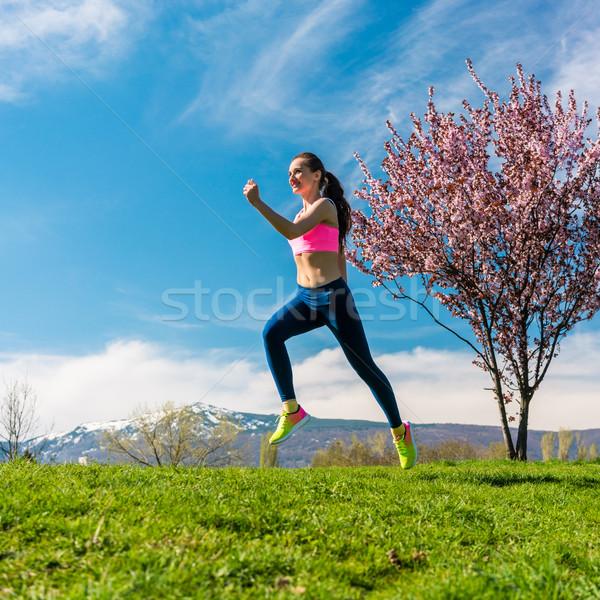 Femme sport courir colline femme de remise en forme fitness Photo stock © Kzenon