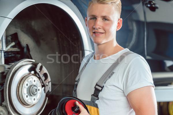 Выделенный механиком рабочих современных автомобиль ремонта Сток-фото © Kzenon