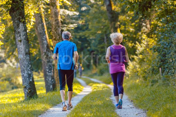 Achteraanzicht jogging samen buitenshuis Stockfoto © Kzenon