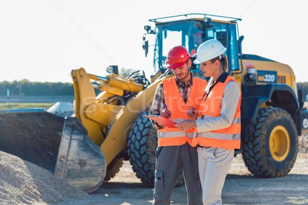 Stockfoto: Man · vrouw · werknemer · bouwplaats · praten · weg