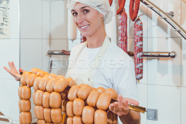 Slager vrouw tonen worstjes rail prijs Stockfoto © Kzenon