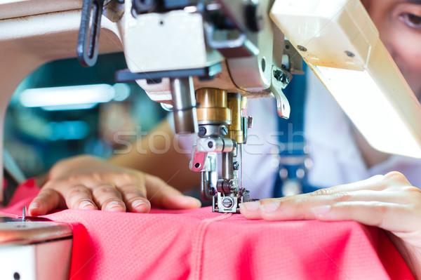Indonéz ázsiai textil gyár munkás varr Stock fotó © Kzenon