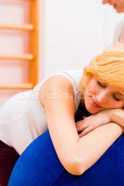 Pré-natal cuidar grávida mãe mulher grávida Foto stock © Kzenon
