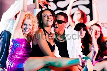 Sarhoş kızlar kokteyller kulüp kadın seksi Stok fotoğraf © Kzenon