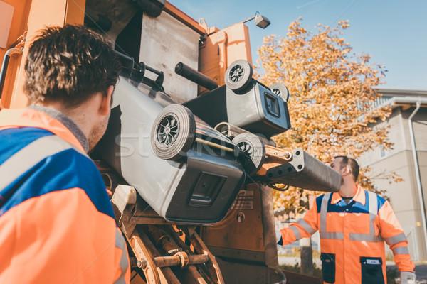 Trabalhador desperdiçar veículo lixo remoção trabalhando Foto stock © Kzenon