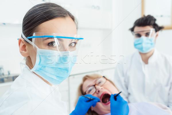 Fogorvos nő műtét férfi orvos dolgozik Stock fotó © Kzenon