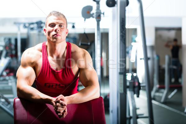 Культурист тренер спортзал фитнес центр сильный Сток-фото © Kzenon