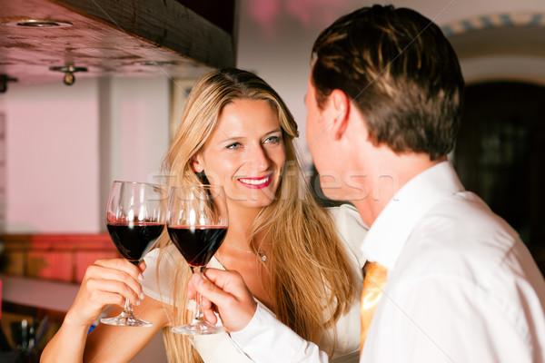 Casuale flirtare hotel bar due Foto d'archivio © Kzenon