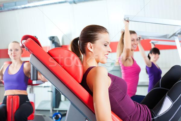 Ginásio pessoas força esportes treinamento quatro Foto stock © Kzenon