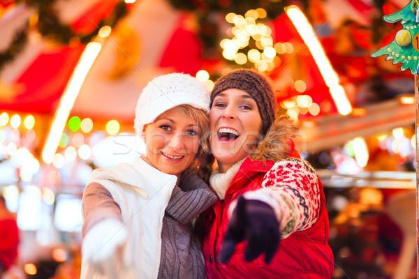 друзей Рождества рынке приход сезон две женщины Сток-фото © Kzenon