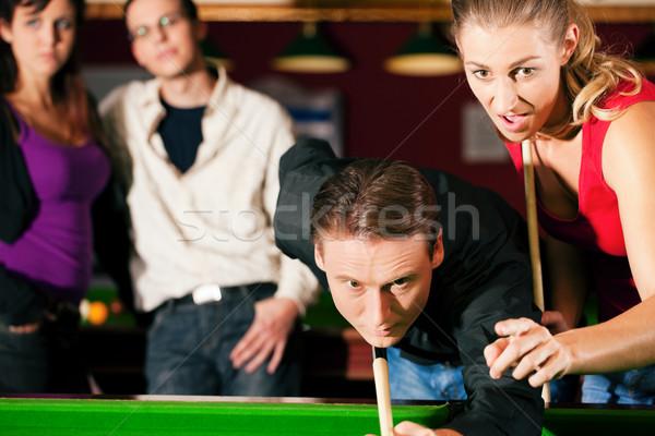 Barátok játszik biliárd együtt csoport négy Stock fotó © Kzenon