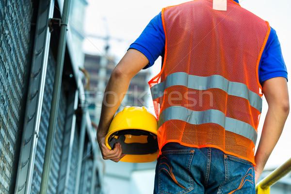 ázsiai indonéz építőmunkás épület helyszín sisak Stock fotó © Kzenon