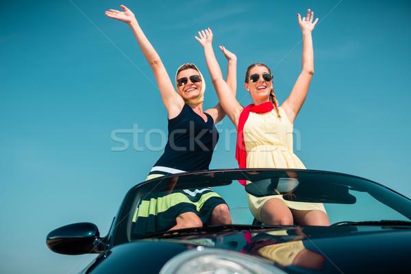 женщину лет поездку автомобилей рук Сток-фото © Kzenon