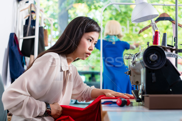 Asia sastre mujer coser vestido máquina Foto stock © Kzenon