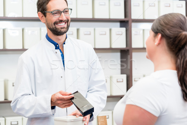 Mujer compras alternativa drogas mujeres de trabajo Foto stock © Kzenon