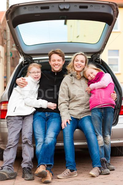 Famiglia auto viaggio seduta indietro madre Foto d'archivio © Kzenon
