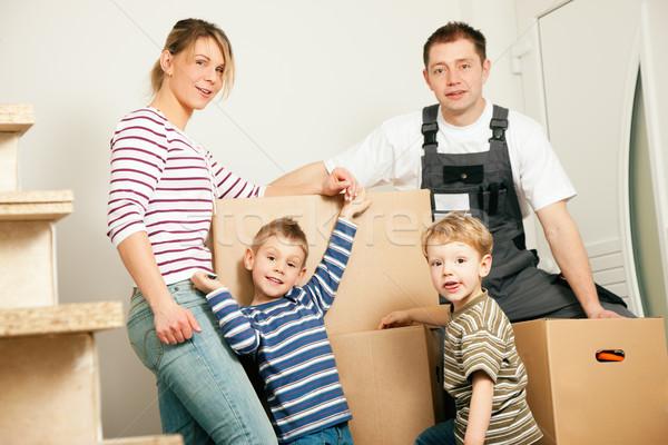Család mozog új otthon új ház áll boglya Stock fotó © Kzenon