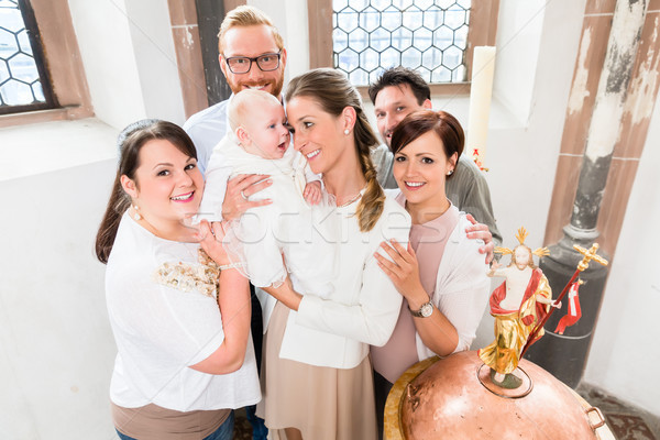 Aile bebek ayakta etrafında ebeveyn Stok fotoğraf © Kzenon