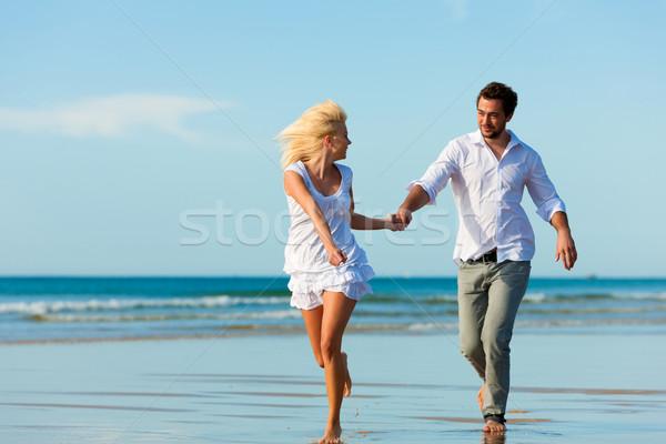Stockfoto: Paar · strand · lopen · toekomst · witte · kleding