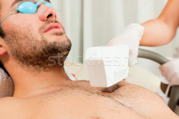Homem cosmético salão depilação com cera dia estância termal Foto stock © Kzenon