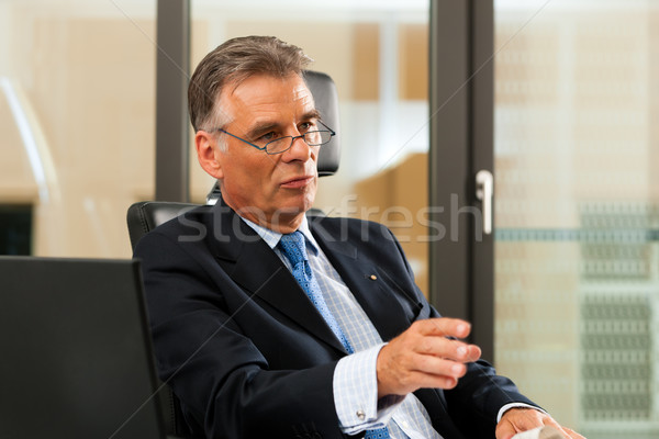 Foto stock: Jefe · oficina · negocios · trabajo · empresario · traje
