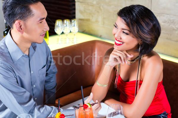 Asiático casal potável cocktails bar mulher Foto stock © Kzenon