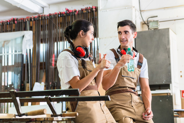 Pause Arbeit Workshop Mädchen Mann Arbeitnehmer Stock foto © Kzenon
