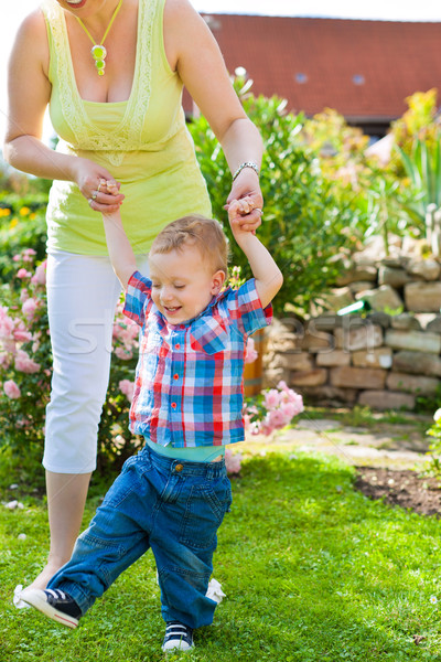 Rodziny matka dziecko ogród gry piękna Zdjęcia stock © Kzenon