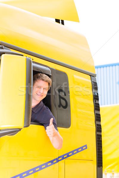 Stockfoto: Vrachtwagen · bestuurder · cap · logistiek · trots · man