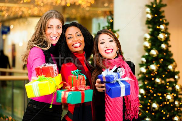 Amigos natal compras presentes shopping grupo Foto stock © Kzenon