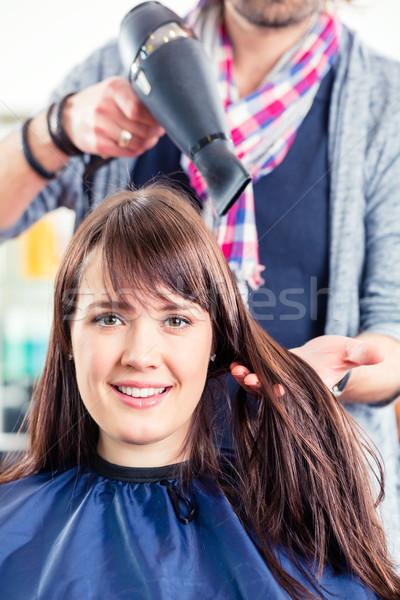 Cabeleireiro soprar secar mulher cabelo compras Foto stock © Kzenon