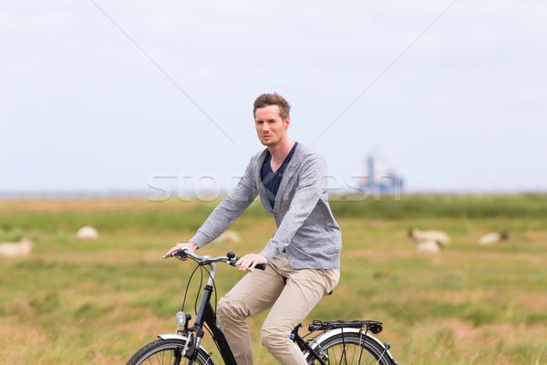 Adam deniz sahil bisiklet tur bisiklet Stok fotoğraf © Kzenon