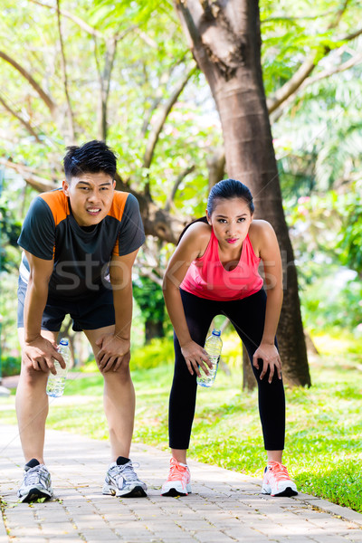 Asian couple pause courir chinois Photo stock © Kzenon