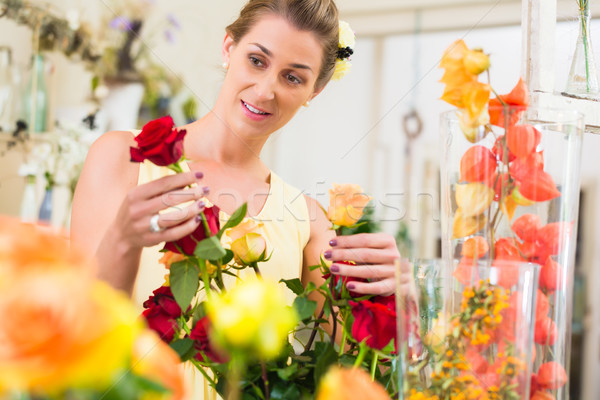 Florist woman selling rose bouquet to her customer Stock photo © Kzenon