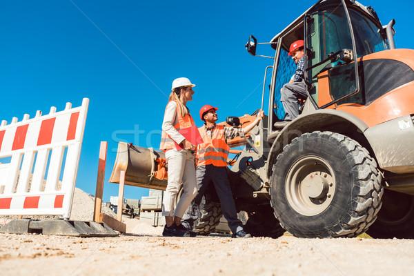 Burgerlijk ingenieur werknemer discussie wegenbouw plaats Stockfoto © Kzenon