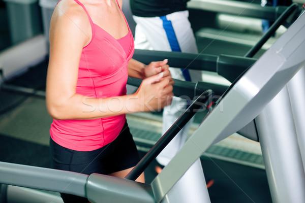 Ludzi kierat siłowni uruchomiony kobieta człowiek Zdjęcia stock © Kzenon