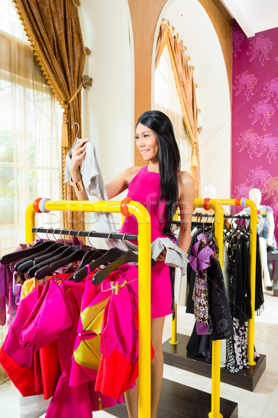 Asian vrouw winkelen mode store jonge vrouw Stockfoto © Kzenon