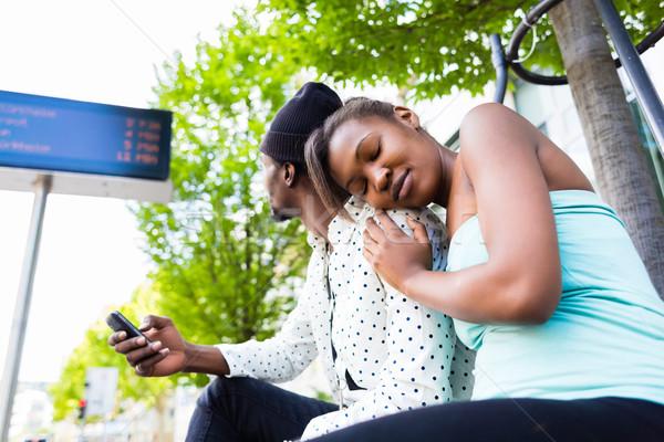 Afrika çift bekleme otobüs istasyon adam Stok fotoğraf © Kzenon