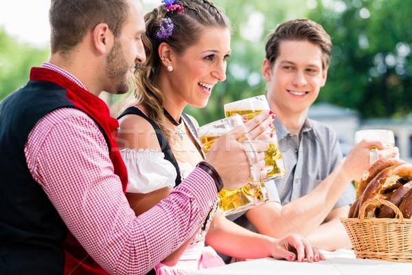 люди пива кренделек гостиница еды питьевой Сток-фото © Kzenon