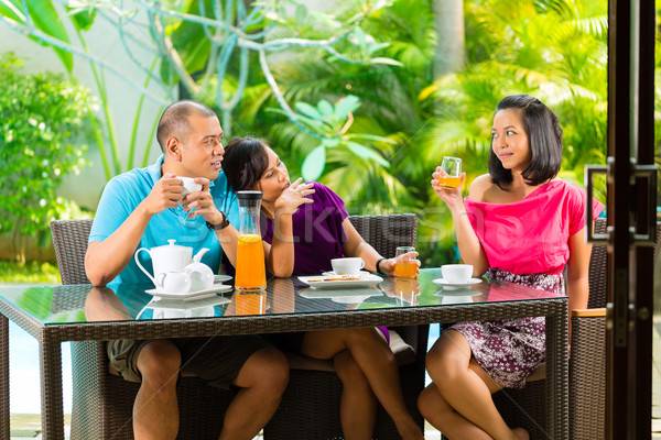 Asia amigos café casa porche tropicales Foto stock © Kzenon