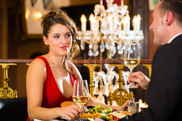 Gelukkig paar romantische datum restaurant fine dining Stockfoto © Kzenon