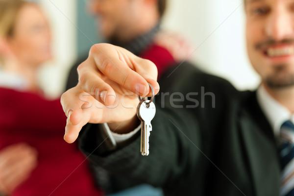 Zdjęcia stock: Para · klucze · nieruchomości · pośrednik · zakupu
