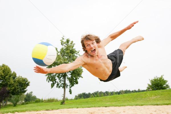 Praia voleibol homem jogar mergulho bola Foto stock © Kzenon