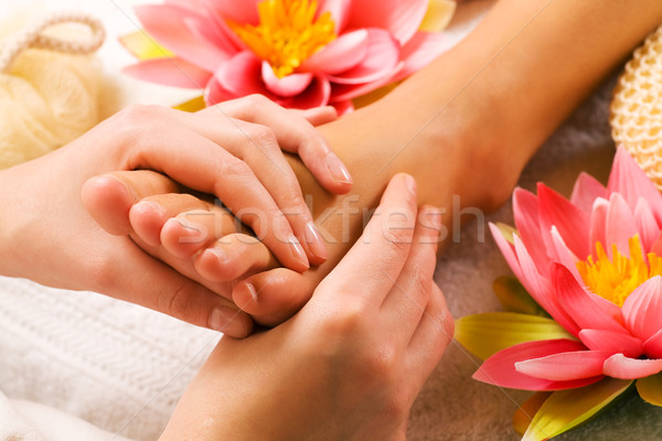 Pieds massage femme spa Photo stock © Kzenon
