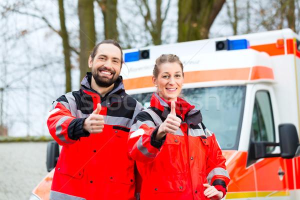 Vészhelyzet orvos mentő autó nővér áll Stock fotó © Kzenon