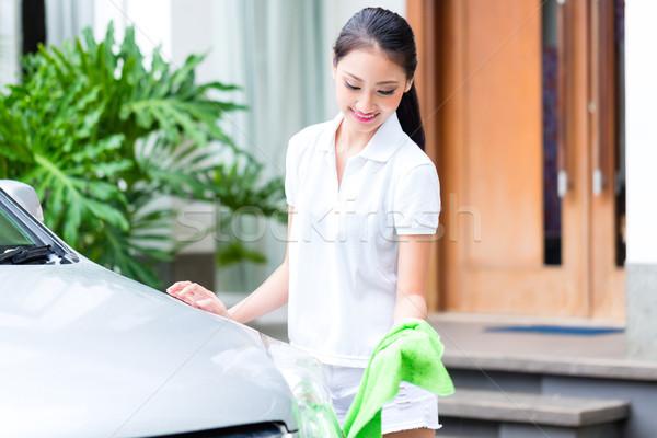 ázsiai nő takarítás lomtár autó kéz Stock fotó © Kzenon
